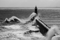 Waves at Tynemouth Pier II von David Pringle