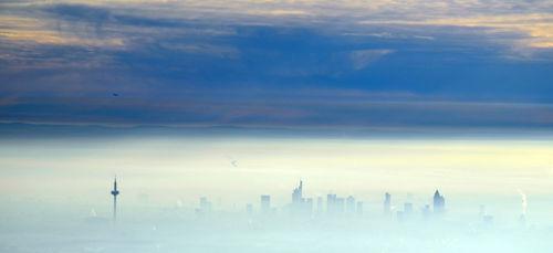 Frankfurt-im-nebel
