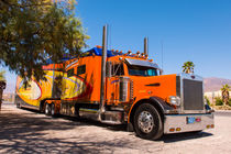 Orange Truck von Peter Tomsu