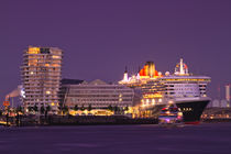 The Queen Mary 2 by photoart-hartmann