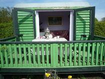 Gartenhaus mit Innenblick von Silke Bicker
