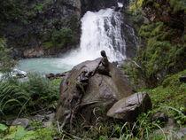 Frauen am Wasserfall von Anke Wetter