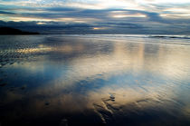 Formby Point Reflection. von Wayne Molyneux