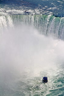 Maid of the Mist boat tour in Niagara Falls by Zoltan Duray