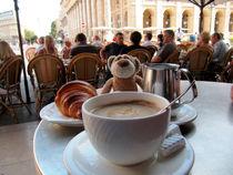 Cafe au lait und Croissant in Bordeaux by Olga Sander