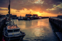 Whitstable Harbour Sunset von ian hufton